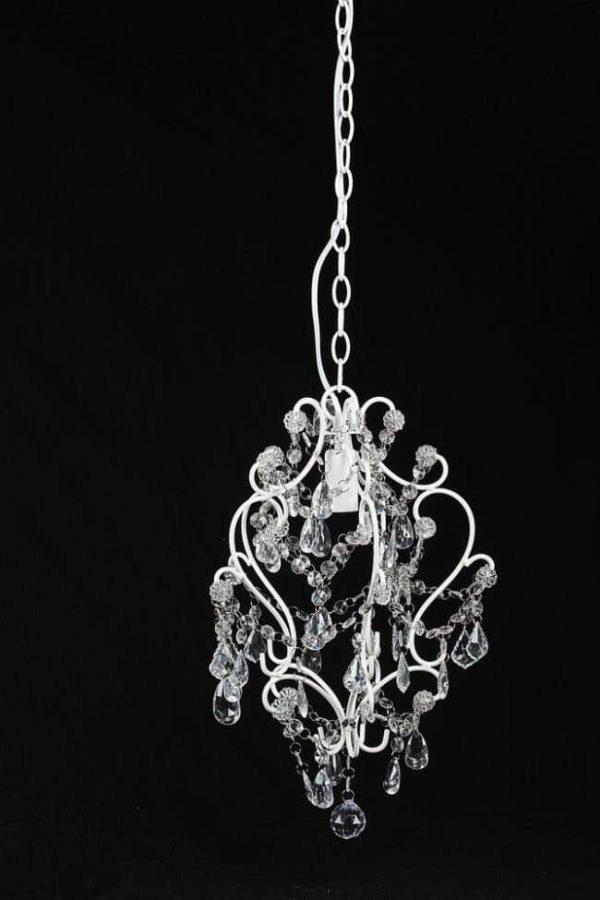 Lampadario in ferro con finitira semplice di colore bianco con un lume.